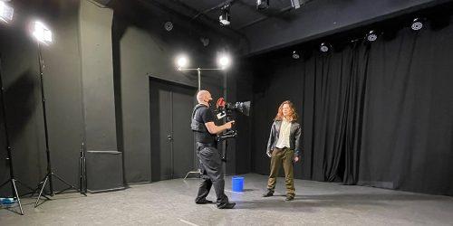 647-Galerie-Monologwelt-Monolog-Theater-Schauspiel-Schauspielschule-Berlin-Kunst-innerer-Monolog-Showreel-about-me-min-min